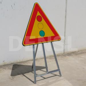 Trípodes para señales ideales para la fijación de diversos modelos de señales de tráfico o control policial.