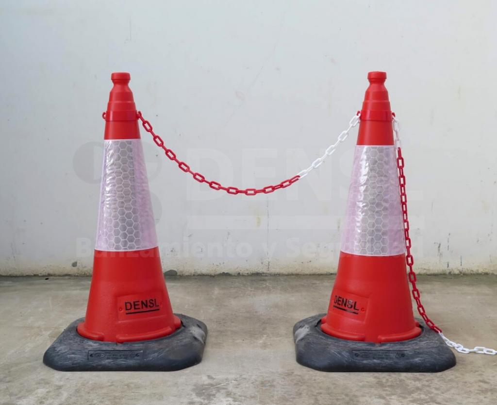 Cadena puesta en un cono de 75cm