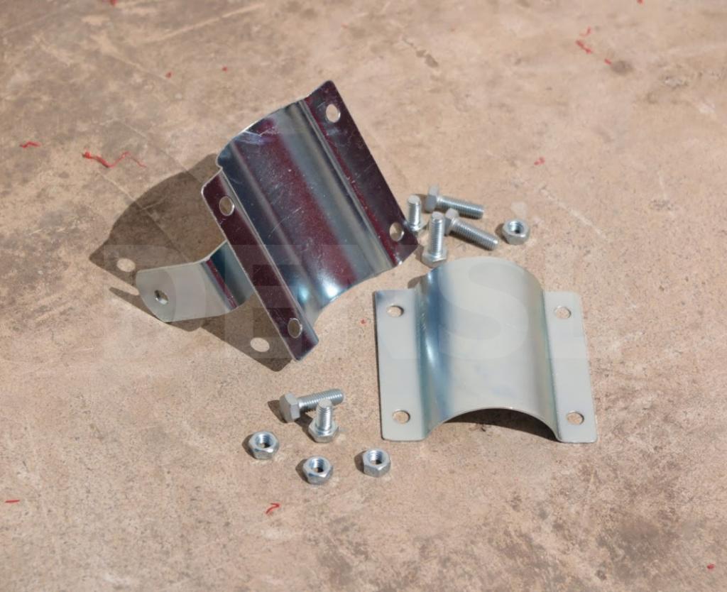 Abrazaderas y mecanismos de sujeción para espejos viales