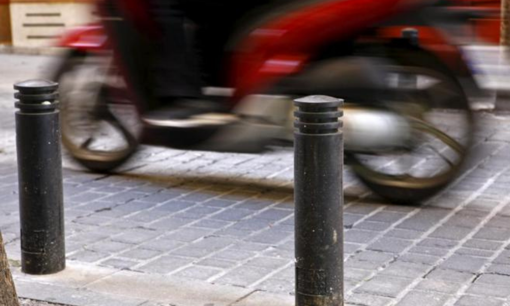 Las bandas reductoras, ya sean de caucho o de obra, son un elemento que puede ayudar en la aplicación de la normativa de 30km hora.